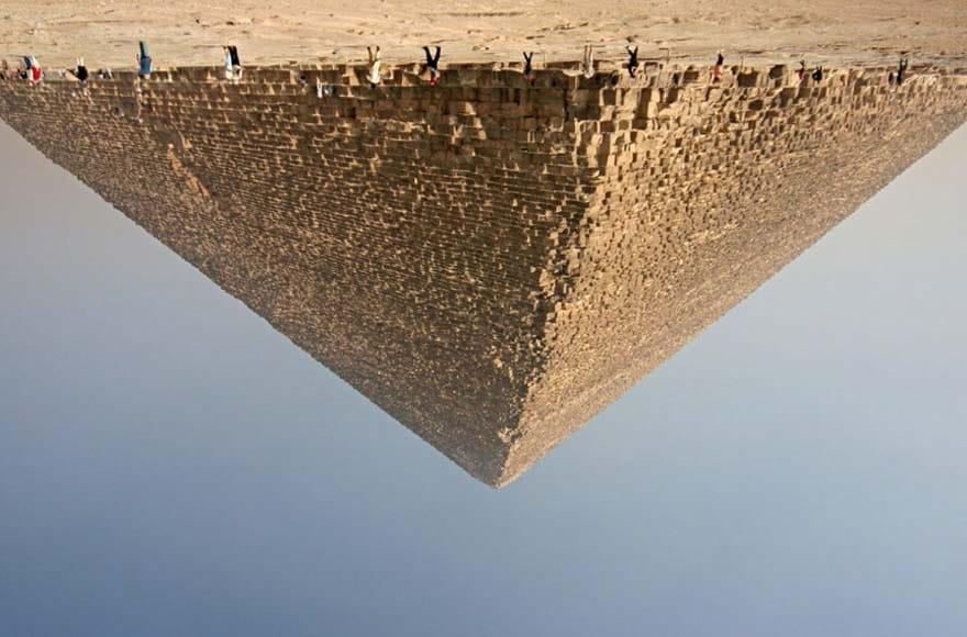 Pyramide de Gizeh à l'envers