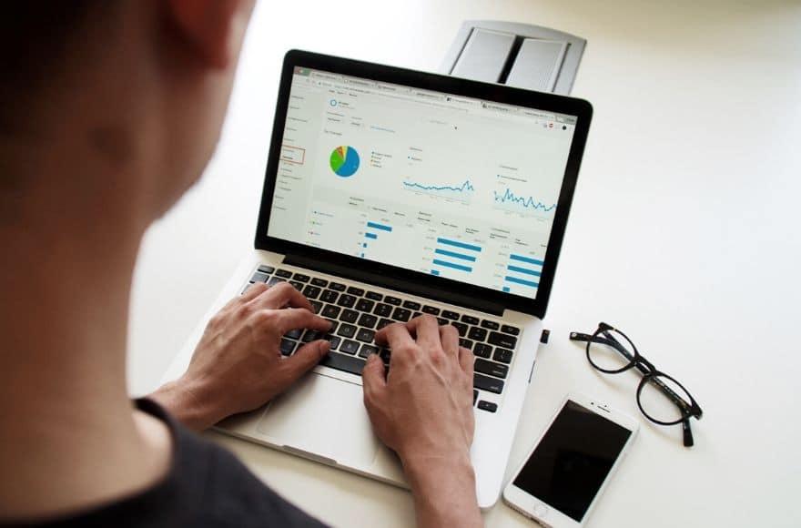 ordinateur et statistiques d'engagement