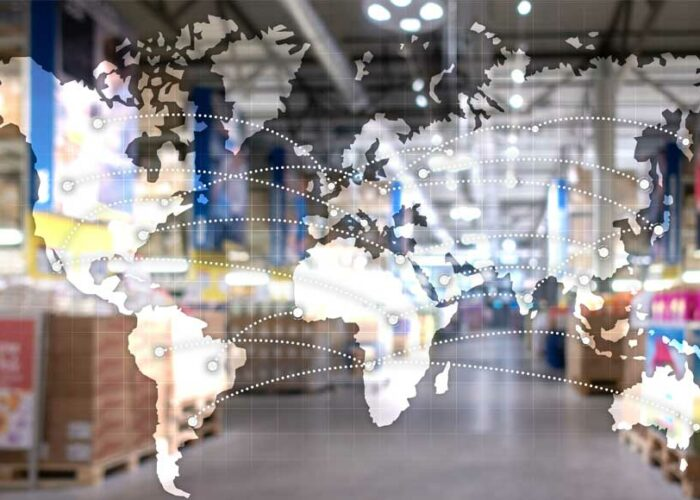 Carte du monde avec des connexions entre les pays et un entrepôt logistique en fond